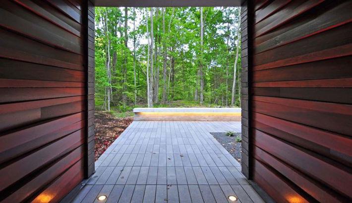 Ấn tượng với ngôi nhà bằng gỗ và kính của cặp vợ chồng thiết kế đồ họa - Ảnh 6.