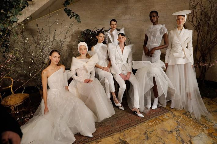 BST váy cưới PHUONG MY xuất hiện trên hàng loạt báo Mỹ sau New York Fashion Week Bridal - Ảnh 1.