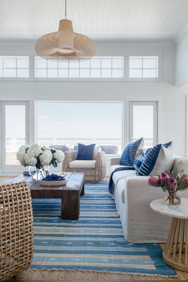 Mùa hè tới rồi, ngại ngần gì mà không thử đem cả biển xanh vào trang trí phòng khách nhà mình cho mát mẻ - Ảnh 1.