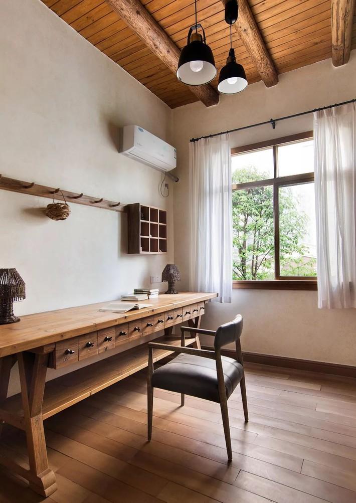 Mẹ đơn thân cùng hai con bỏ phố về quê, tận dụng áo len hỏng cùng gỗ tái chế để cải tạo ngôi nhà cũ thành không gian sống yên bình - Ảnh 21.