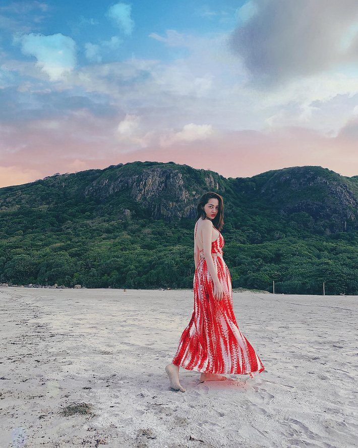 Kỳ Duyên tình ấm mặn nồng bên Minh Triệu, Hà Tăng diện váy sát nách đương đầu với nắng nóng trong street style tuần này - Ảnh 14.