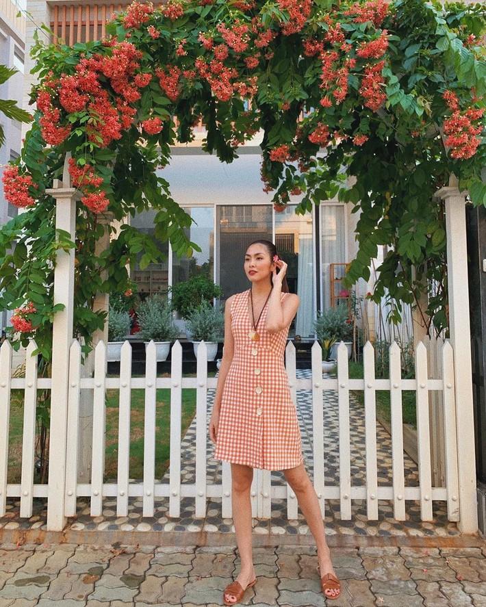 Kỳ Duyên tình ấm mặn nồng bên Minh Triệu, Hà Tăng diện váy sát nách đương đầu với nắng nóng trong street style tuần này - Ảnh 4.