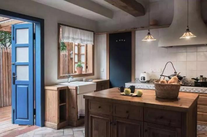 Mẹ đơn thân cùng hai con bỏ phố về quê, tận dụng áo len hỏng cùng gỗ tái chế để cải tạo ngôi nhà cũ thành không gian sống yên bình - Ảnh 15.