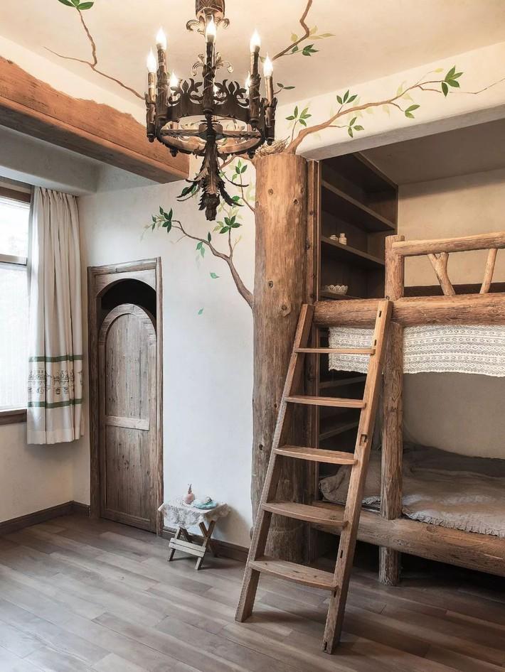 Mẹ đơn thân cùng hai con bỏ phố về quê, tận dụng áo len hỏng cùng gỗ tái chế để cải tạo ngôi nhà cũ thành không gian sống yên bình - Ảnh 22.