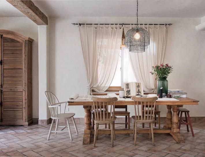 Mẹ đơn thân cùng hai con bỏ phố về quê, tận dụng áo len hỏng cùng gỗ tái chế để cải tạo ngôi nhà cũ thành không gian sống yên bình - Ảnh 12.