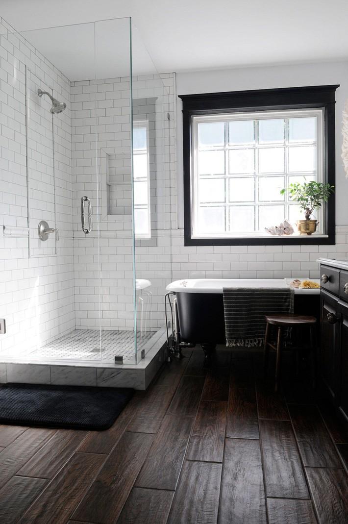 Những mẫu nhà tắm đen – trắng ấn tượng chưa từng lỗi mốt - Ảnh 2.