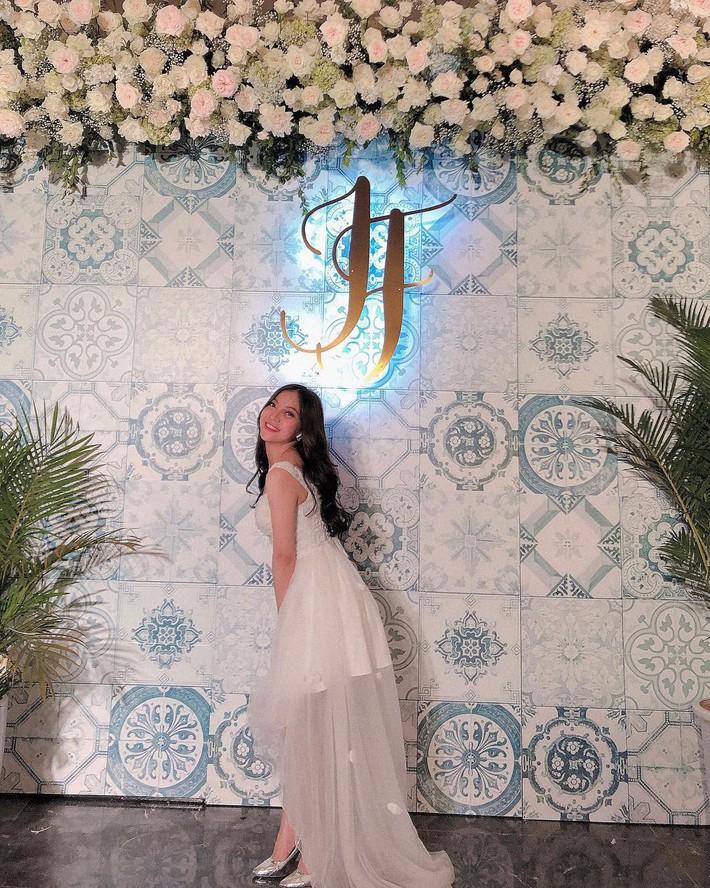 Bạn gái Quang Hải: Bình thường chuyên bị soi style sexy táo bạo, nhưng đi đám cưới lại được khen vì mặc đồ ý nhị  - Ảnh 4.