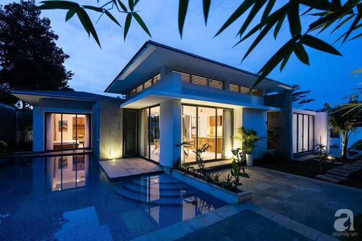 Đồng Nai: Ngôi nhà vườn ở ngoại ô xanh tươi, trong lành với cây cối tỏa bóng nắng quanh nhà - Ảnh 1.