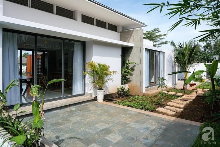 Đồng Nai: Ngôi nhà vườn ở ngoại ô xanh tươi, trong lành với cây cối tỏa bóng nắng quanh nhà - Ảnh 6.