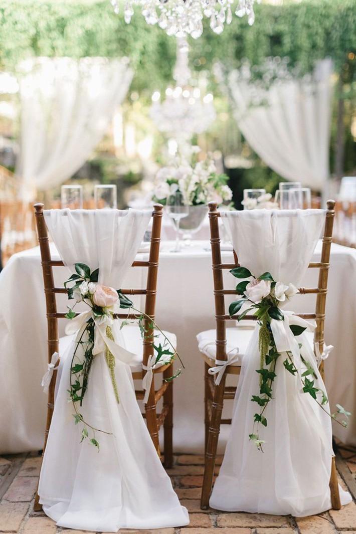 Những ý tưởng không thể thiếu để tạo nên một tiệc cưới sân vườn đẹp như mơ - Ảnh 2.