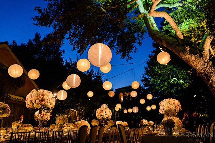 Những ý tưởng không thể thiếu để tạo nên một tiệc cưới sân vườn đẹp như mơ - Ảnh 3.