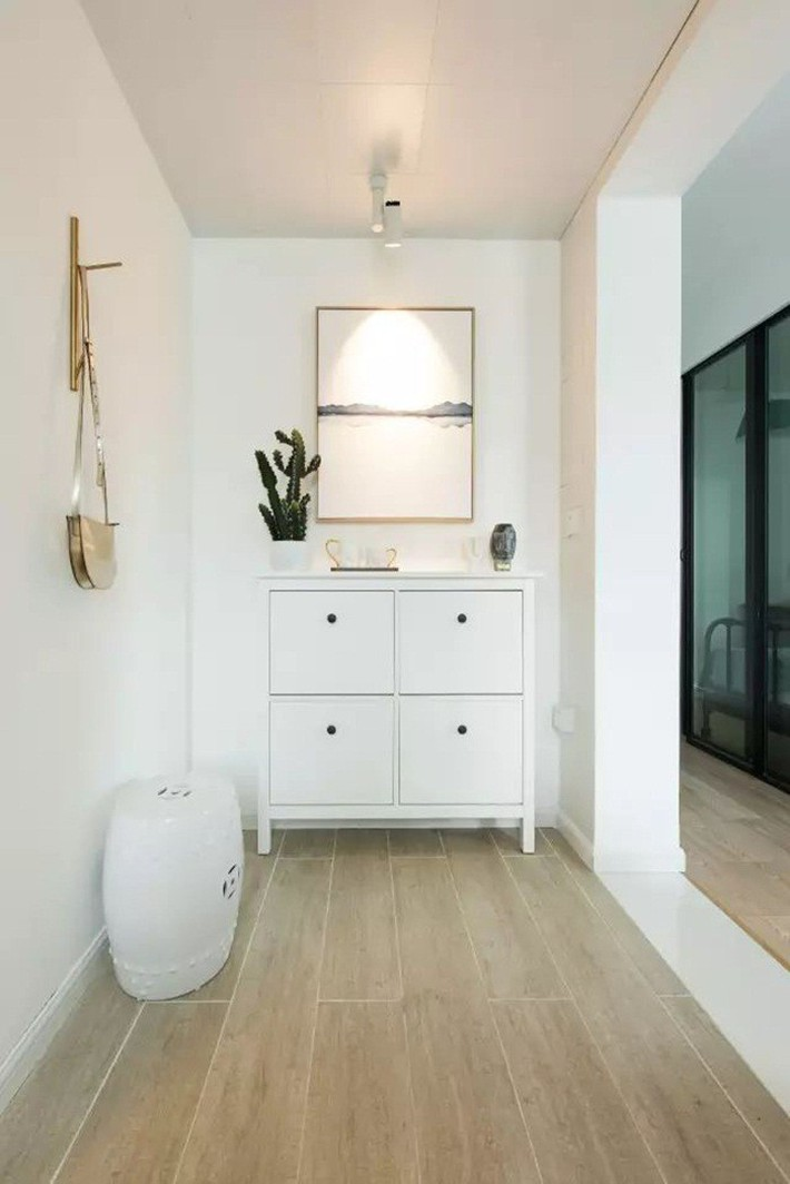 Căn hộ 49m² đẹp mê hoặc từng góc nhỏ được cải tạo từ một văn phòng cũ  - Ảnh 1.