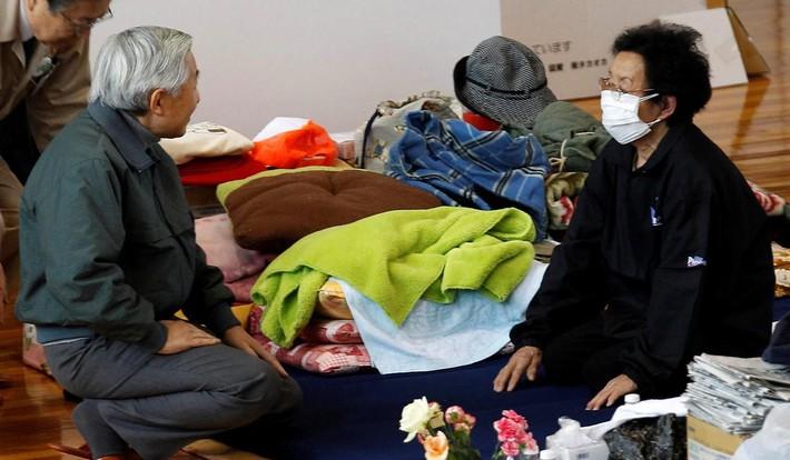 Nhật hoàng Akihito - vị hoàng đế rũ bỏ hình tượng bất khả xâm phạm để đi vào lòng dân và những dấu ấn không thể nào quên trong 30 năm trị vì - Ảnh 8.