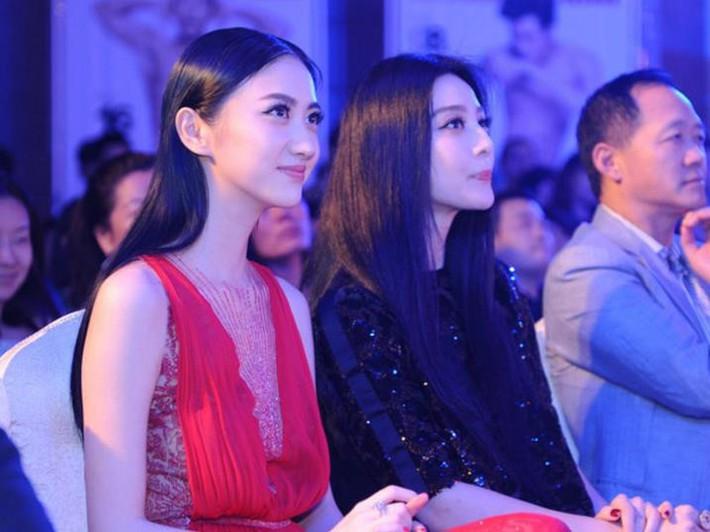 """""""Đệ nhất mỹ nữ Bắc Kinh"""" Cảnh Điềm gây sốc với gương mặt béo tròn già nua, khác hẳn ảnh đã chỉnh sửa ngọt ngào - Ảnh 10."""