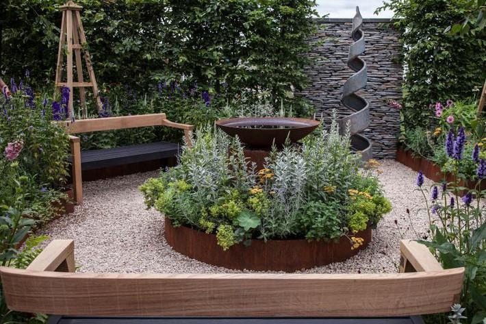 10 gợi ý cần phải biết khi trang trí sân vườn gia đình - Ảnh 1.