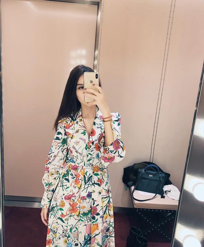 Tiện một công tung tăng diện váy xinh, loạt sao Việt gián tiếp gợi ý cho các chị em những mẫu váy liền đáng sắm nhất trong hè này - Ảnh 7.