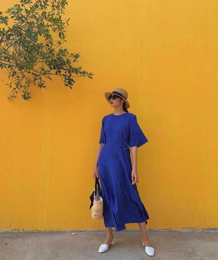 Tiện một công tung tăng diện váy xinh, loạt sao Việt gián tiếp gợi ý cho các chị em những mẫu váy liền đáng sắm nhất trong hè này - Ảnh 1.