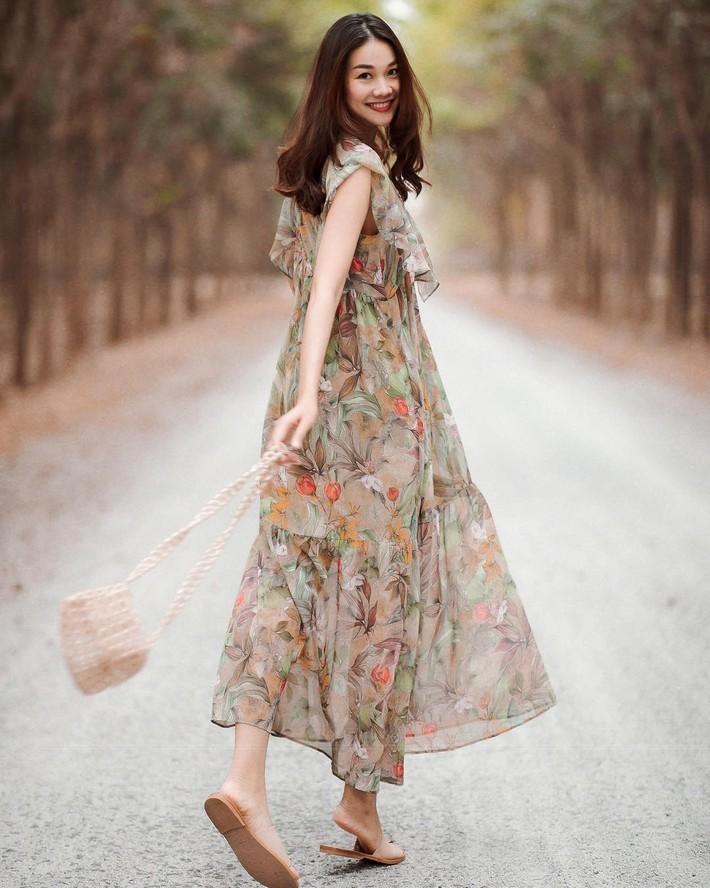 Tiện một công tung tăng diện váy xinh, loạt sao Việt gián tiếp gợi ý cho các chị em những mẫu váy liền đáng sắm nhất trong hè này - Ảnh 3.