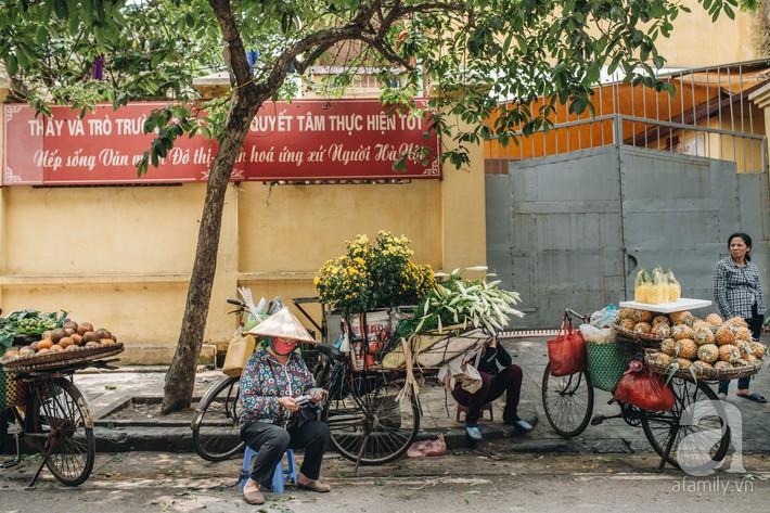Tháng 4 về, Hà Nội lại dịu dàng những gánh loa kèn trắng tinh khôi, thơm nồng nàn khắp các góc phố - Ảnh 10.