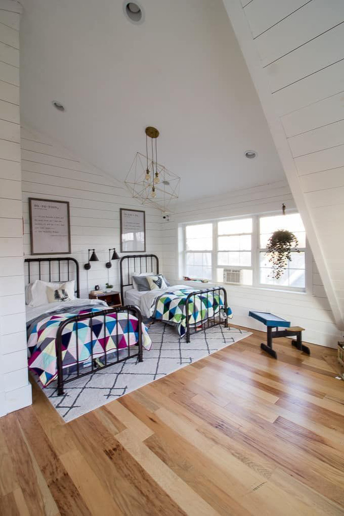 10 thiết kế trang trí phòng ngủ dành cho nhà đông người đẹp tuyệt vời ai nhìn cũng thích mê - Ảnh 3.