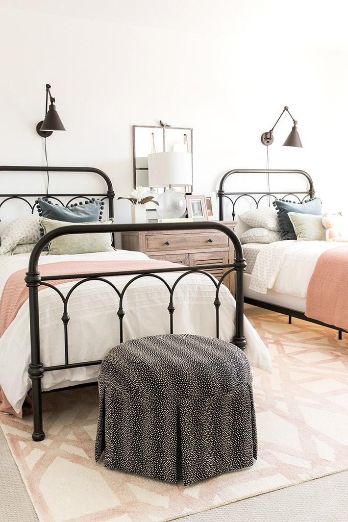 10 thiết kế trang trí phòng ngủ dành cho nhà đông người đẹp tuyệt vời ai nhìn cũng thích mê - Ảnh 4.