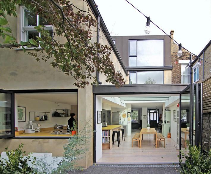 Không cần đập đi xây lại, ngôi nhà đã thay đổi ngoạn mục chỉ nhờ ý tưởng thông minh với kính  - Ảnh 4.