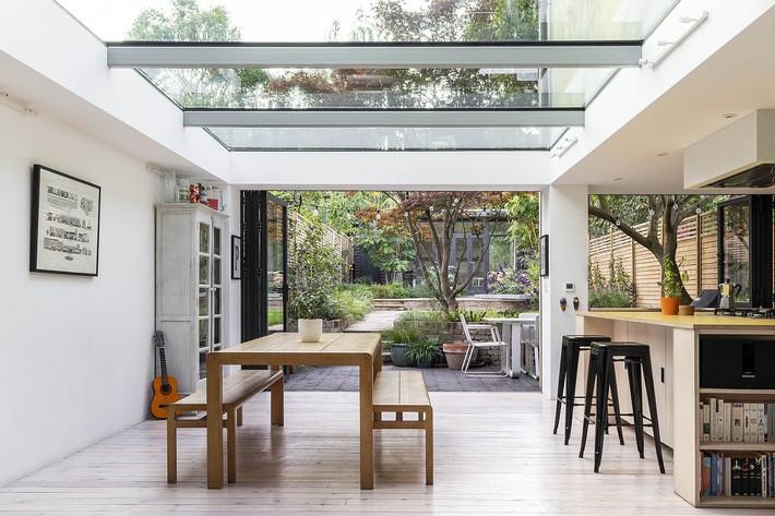 Không cần đập đi xây lại, ngôi nhà đã thay đổi ngoạn mục chỉ nhờ ý tưởng thông minh với kính  - Ảnh 5.