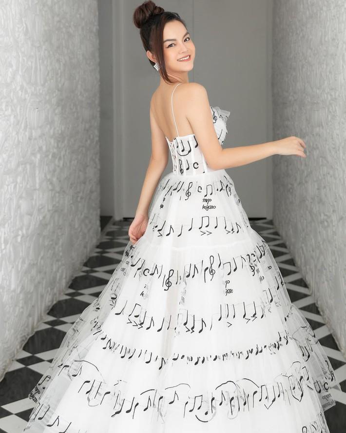 """Diện chung váy với Phạm Quỳnh Anh, Hoàng Oanh rất xinh nhưng vẫn """"mất điểm"""" vì một chi tiết - Ảnh 5."""