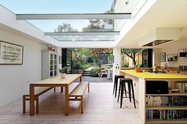 Không cần đập đi xây lại, ngôi nhà đã thay đổi ngoạn mục chỉ nhờ ý tưởng thông minh với kính  - Ảnh 7.