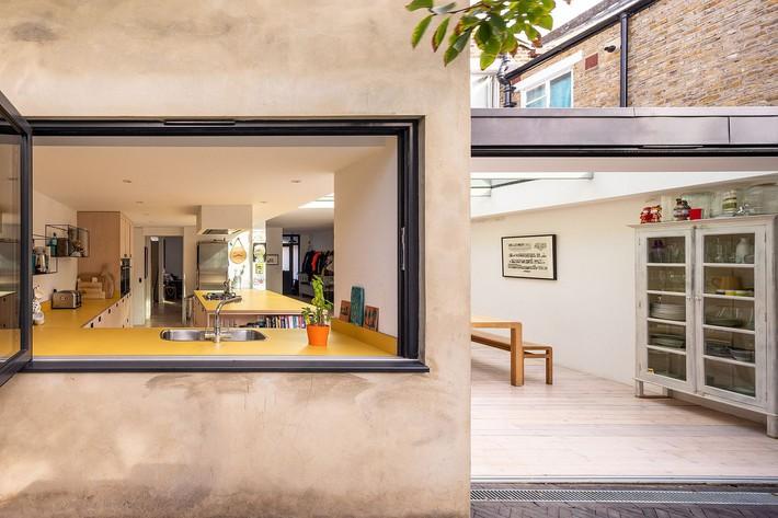 Không cần đập đi xây lại, ngôi nhà đã thay đổi ngoạn mục chỉ nhờ ý tưởng thông minh với kính  - Ảnh 8.