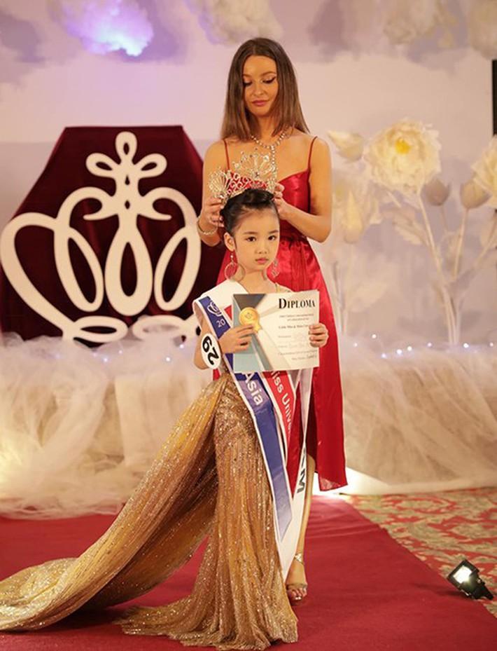 """Cô bé đăng quang Hoa hậu Hoàn vũ nhí 2019: Hóa ra là """"gương mặt thân quen"""" của làng thời trang Việt Nam - Ảnh 1."""