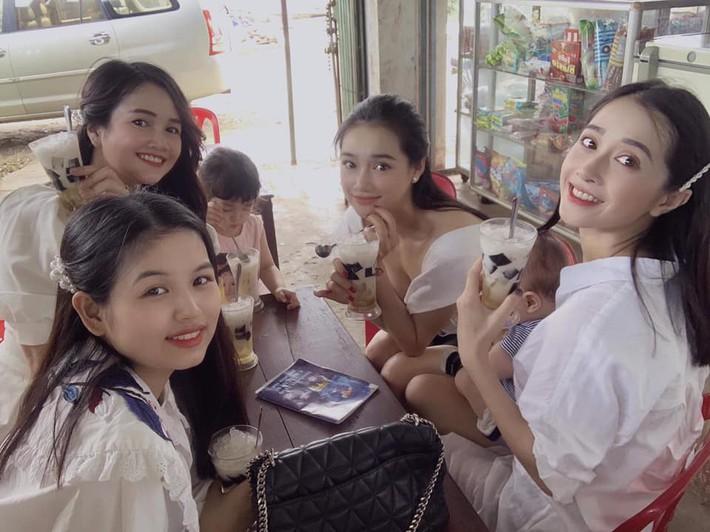 4 cô em gái của sao Việt: Người có thân hình cực phẩm, người là mẹ bỉm sữa vẫn xinh đẹp hết phần người khác, bất ngờ nhất chắc là cô em cuối cùng  - Ảnh 1.