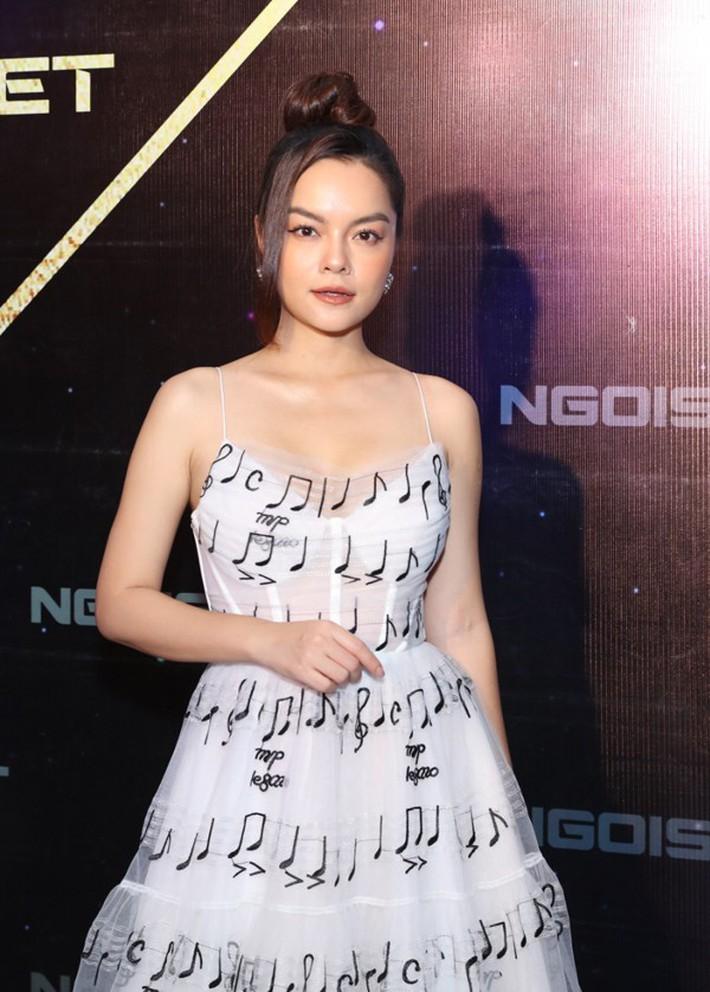 """Diện chung váy với Phạm Quỳnh Anh, Hoàng Oanh rất xinh nhưng vẫn """"mất điểm"""" vì một chi tiết - Ảnh 4."""