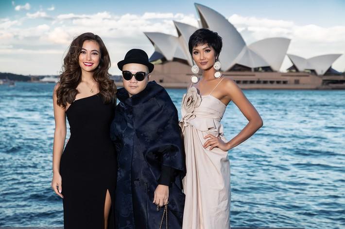 Hà Tăng kín cổng cao tường, Đỗ Mỹ Linh, HH Tiểu Vy phô diễn vai trần mỹ miều tại show diễn của NTK Đỗ Mạnh Cường tại Úc - Ảnh 21.