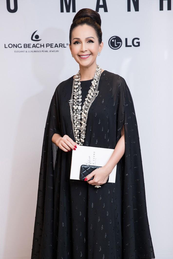 Hà Tăng kín cổng cao tường, Đỗ Mỹ Linh, HH Tiểu Vy phô diễn vai trần mỹ miều tại show diễn của NTK Đỗ Mạnh Cường tại Úc - Ảnh 1.