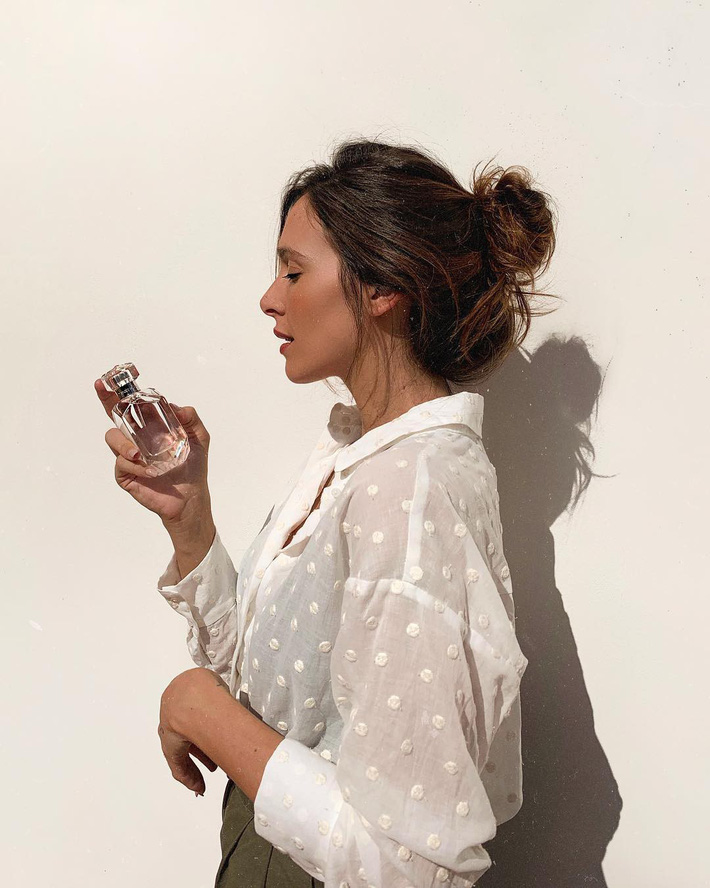 """Hè này áo sơ mi trắng Zara lại gây sốt, dự là hội sành mốt sẽ phải sắm ngay vì quá đẹp """"từ cái nhìn đầu tiên"""" - Ảnh 2."""