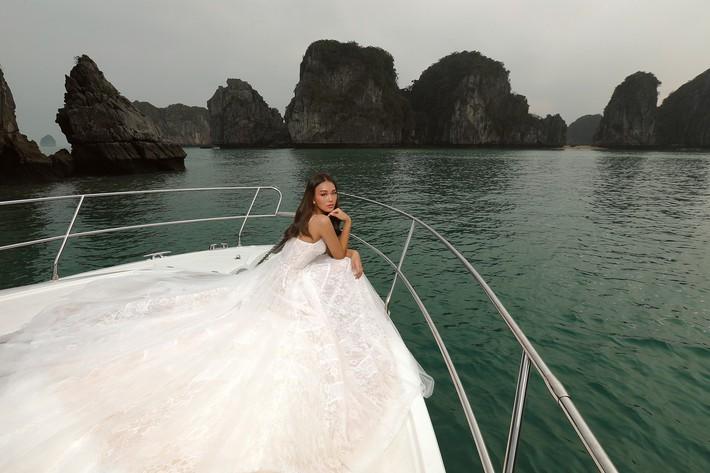 Bạn sẽ muốn nhanh trở thành cô dâu khi ngắm BST váy cưới sắp được NTK Chung Thanh Phong trình làng - Ảnh 6.