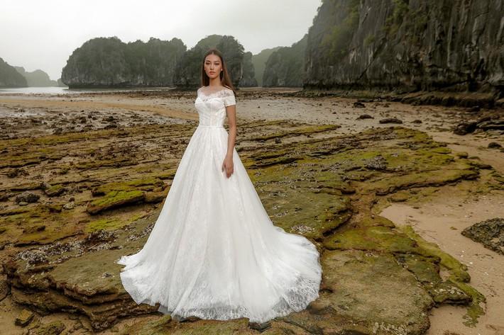 Bạn sẽ muốn nhanh trở thành cô dâu khi ngắm BST váy cưới sắp được NTK Chung Thanh Phong trình làng - Ảnh 5.