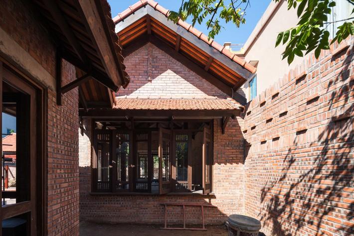 Ngôi nhà ở Đông Anh sở hữu thiết kế như một ngôi làng Bắc bộ vừa đoạt giải vàng Kiến trúc Quốc gia  - Ảnh 7.