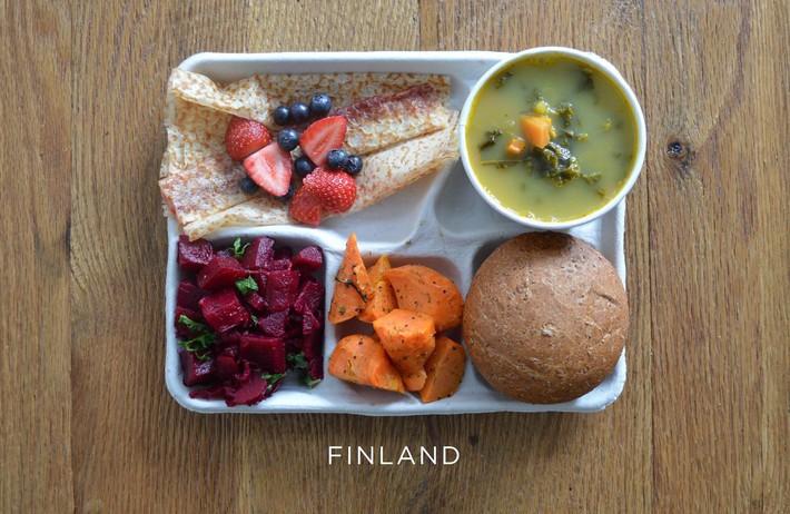 Lác mắt với bữa ăn trưa tiêu chuẩn tại trường của trẻ em trên thế giới, phụ huynh Việt trông thấy đều: Ước gì! - Ảnh 11.