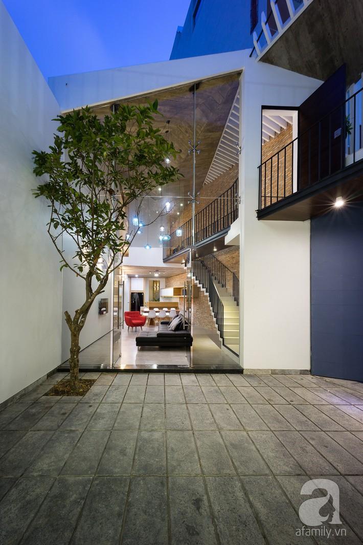 Nhà phố trong hẻm nhỏ thoáng rộng, chan hòa cùng thiên nhiên ở TP. HCM - Ảnh 4.