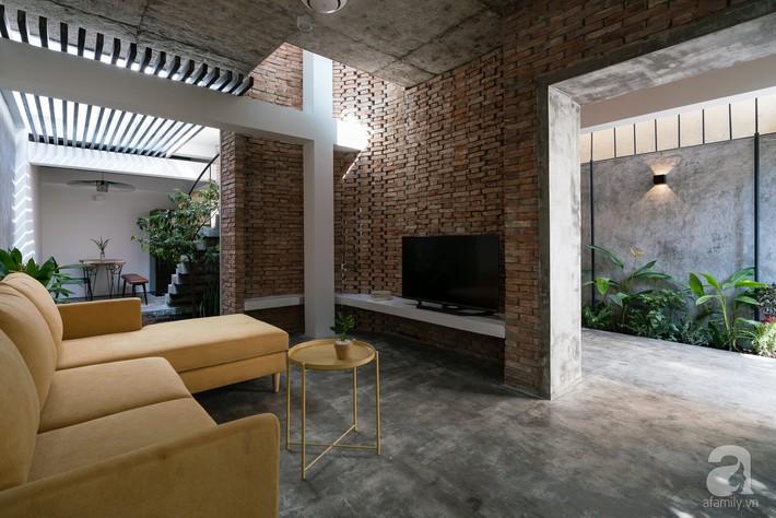 Ngôi nhà tọa lạc tại góc khuất trong con hẻm nhỏ đẹp ấn tượng với điểm nhấn từ gạch trần và cây xanh ở quận Phú Nhuận, TP. HCM - Ảnh 7.