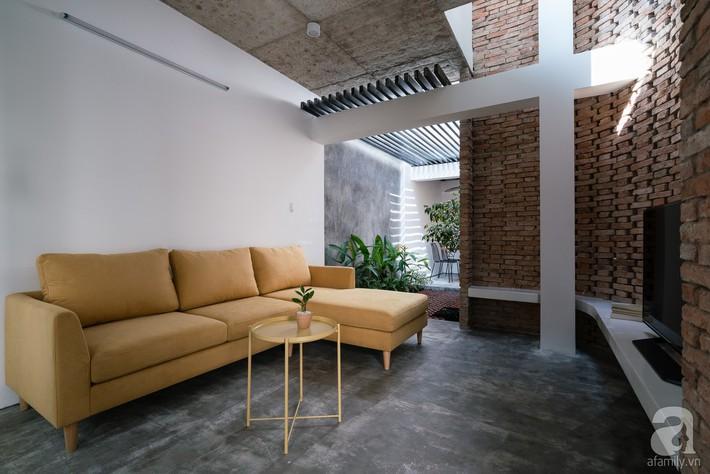 Ngôi nhà tọa lạc tại góc khuất trong con hẻm nhỏ đẹp ấn tượng với điểm nhấn từ gạch trần và cây xanh ở quận Phú Nhuận, TP. HCM - Ảnh 6.
