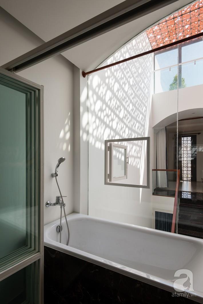 Nhà phố Sài Gòn ngập tràn bóng nắng nhờ khéo thiết kế gạch hóa gió tạo điểm nhấn kiến trúc - Ảnh 15.