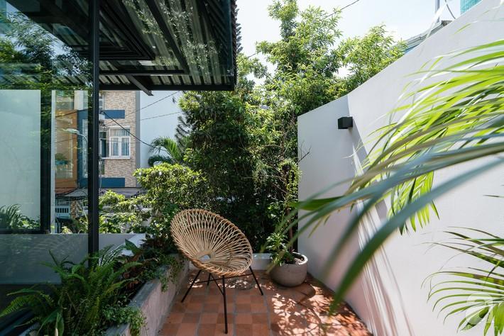 Ngôi nhà tọa lạc tại góc khuất trong con hẻm nhỏ đẹp ấn tượng với điểm nhấn từ gạch trần và cây xanh ở quận Phú Nhuận, TP. HCM - Ảnh 10.
