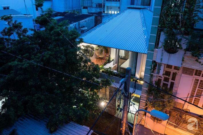 Ngôi nhà tọa lạc tại góc khuất trong con hẻm nhỏ đẹp ấn tượng với điểm nhấn từ gạch trần và cây xanh ở quận Phú Nhuận, TP. HCM - Ảnh 5.