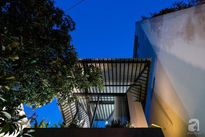 Ngôi nhà tọa lạc tại góc khuất trong con hẻm nhỏ đẹp ấn tượng với điểm nhấn từ gạch trần và cây xanh ở quận Phú Nhuận, TP. HCM - Ảnh 4.