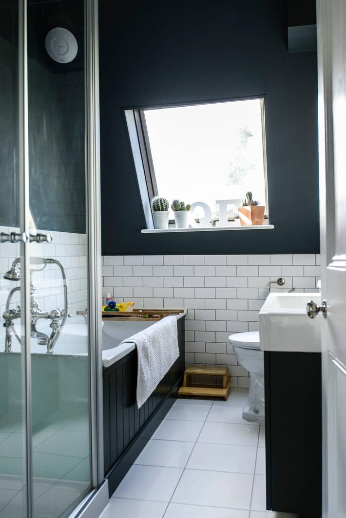 Những ý tưởng thiết kế phòng tắm gác mái siêu tinh tế, cực đẹp mắt - Ảnh 1.