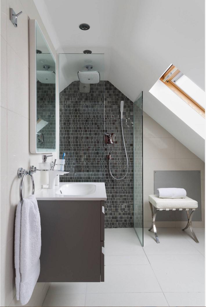 Những ý tưởng thiết kế phòng tắm gác mái siêu tinh tế, cực đẹp mắt - Ảnh 3.