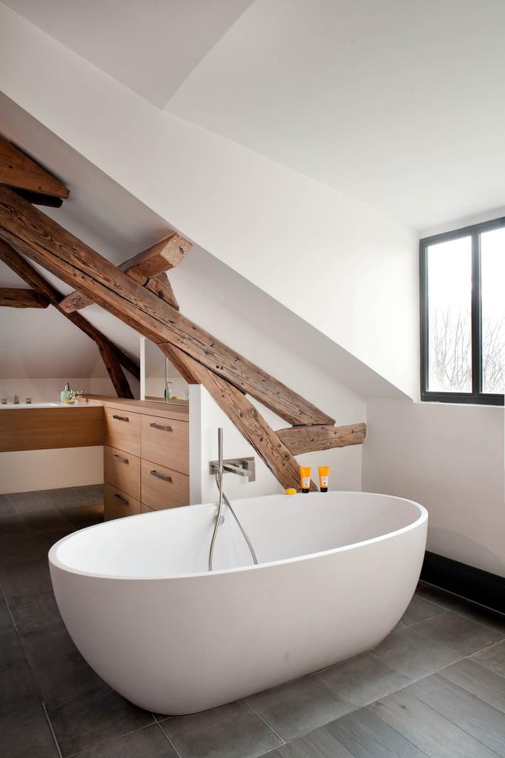 Những ý tưởng thiết kế phòng tắm gác mái siêu tinh tế, cực đẹp mắt - Ảnh 5.